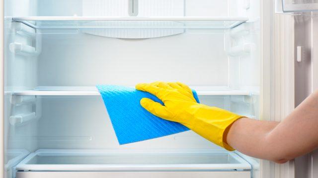 7 Cara Membersihkan Kulkas Yang Bau Agar Hasilnya Efektif